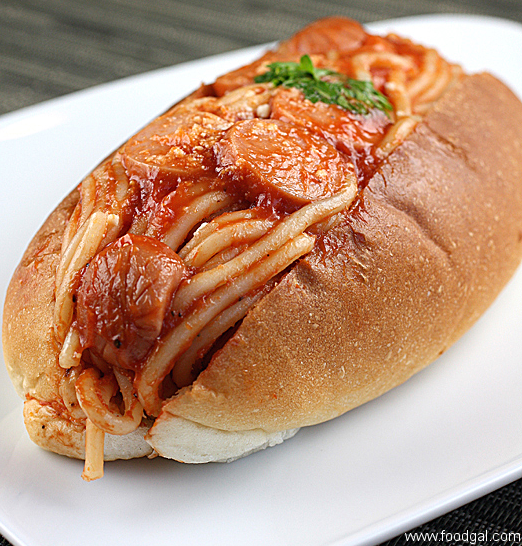 Spaghetti in a Hot Dog Bun